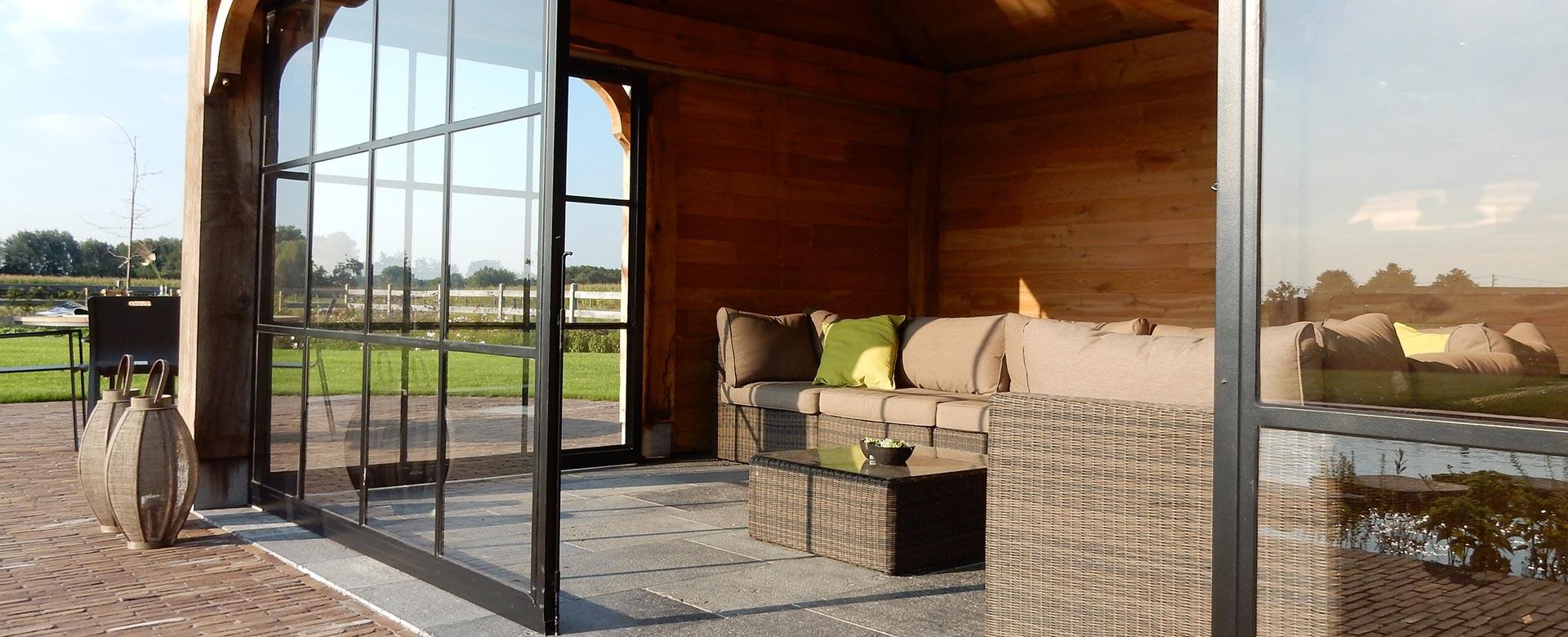 Carports, houten bijgebouwen en moderne tuinhuizen op maat