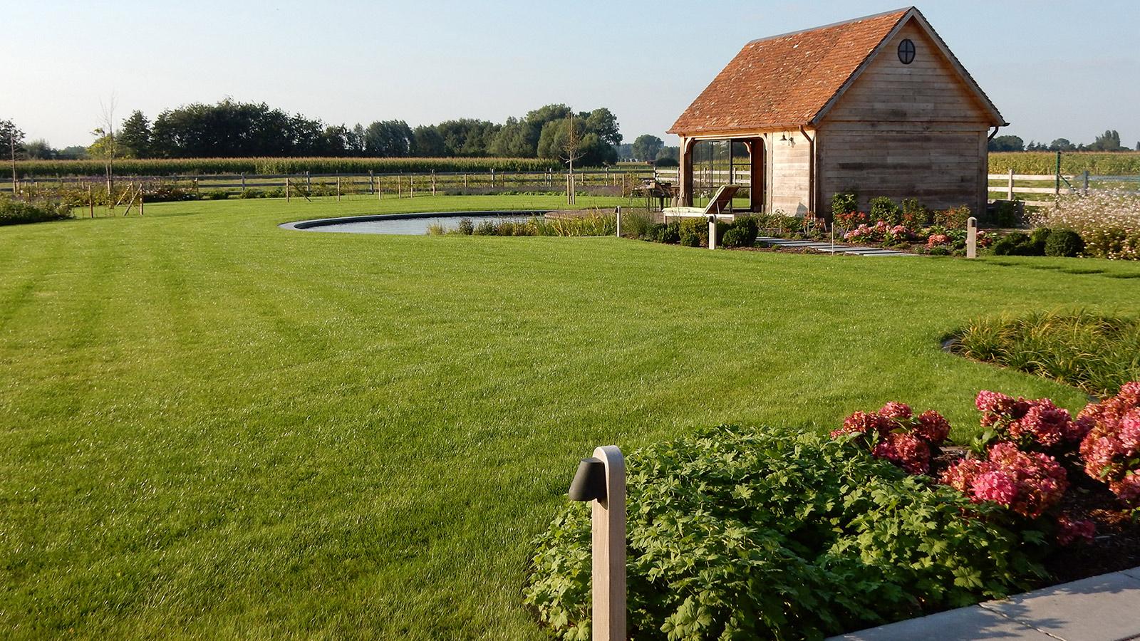 Totaalontwerp en aanleg van een landelijke tuin for Grind tuin
